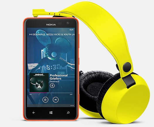 Nokia Lumia 625 with headset